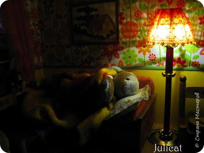 Здравствуйте, уважаемые жители Страны мастеров и ее гости!!!  Рада приветствовать вас в моей второй теме про Домик для Мишутки Даринки! Домик - это подарок моей доченьке к Новому 2014 году.  Изготовление его продолжается уже третий месяц, хоть Новый год уже давно позади....  Начало нашей истории смотрите в моем первом блоге http://stranamasterov.ru/node/713606  Итак, домик по-прежнему выглядит так. фото 102