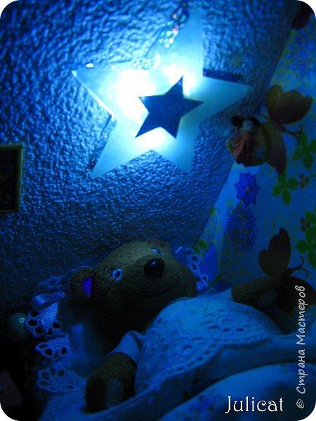Здравствуйте, уважаемые жители Страны мастеров и ее гости!!!  Рада приветствовать вас в моей второй теме про Домик для Мишутки Даринки! Домик - это подарок моей доченьке к Новому 2014 году.  Изготовление его продолжается уже третий месяц, хоть Новый год уже давно позади....  Начало нашей истории смотрите в моем первом блоге http://stranamasterov.ru/node/713606  Итак, домик по-прежнему выглядит так. фото 99