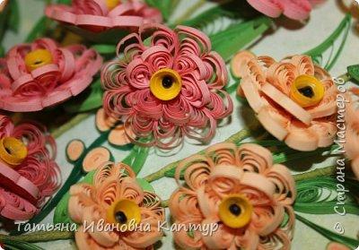 Форму цветка позаимствовала у  АнтонинаШ.  Уж очень мне понравился её букетик. Немного изменила серединку цветка. И вот что получилось.... фото 2