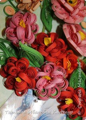 Форму цветка позаимствовала у  АнтонинаШ.  Уж очень мне понравился её букетик. Немного изменила серединку цветка. И вот что получилось.... фото 3