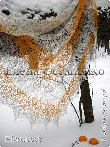 """Шаль """"Leaves Dancing"""" (Танцующие листья) связана спицами №2 из пряжи Кауни - Sand (песок) 110 г. Размер шали 180 Х 90 см. Бисер использовала индийский. В зимнюю стужу такая шаль непременно должна быть в гардеробе у дам, у девушек. Оригинальная цветовая гамма пряжи Кауни - Sand (песок) в зимние дни заряжает энергией и поднимает настроение. Приятного просмотра под красивую мелодию.  фото 7"""