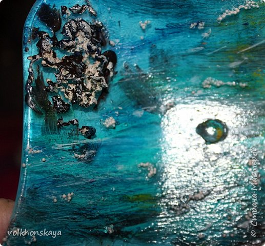 """Здравствуй Страна!! Страна волшебников и мастеров!!! Сегодня я с продолжение морской темы, так мной полюбившейся....Сегодня морские бутылочки.....и дебют тарелочки, тоже с морской тематикой """" на дне морском""""... Такую бутылочку я уже выставляла, с МК,  вот здесь https://stranamasterov.ru/node/867382. Это была  оабота для новогодней, пиратской вечеринки.... Но ,  все участники захотели иметь такую же бутылочку... Я отказать не смогла....И вот результат - еще 2 новенькие, морские, так сказать- с пылу -жару....Их уже утащили, ладно сфоткать дали.  И так.... Я вам покажу, рассказывать почти ничего не буду (если кому-то интересно , то заходите на  МК) фото 29"""