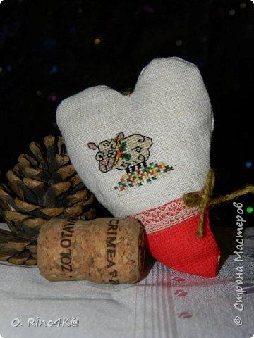 Привет, мои дорогие и любимые жители Страны. Как давно меня тут не было. Многое поменялось в моей жизни, но об этом потом=))) Для начала я хочу всех поздравить с Новым Годом и Рождеством. Хочу пожелать всем отменного здоровья, исполнения желаний, счастья, улыбок и мира!!! Поздравить вас я собрала целую компанию...барашков=))) (год овечки же на дворе) фото 9