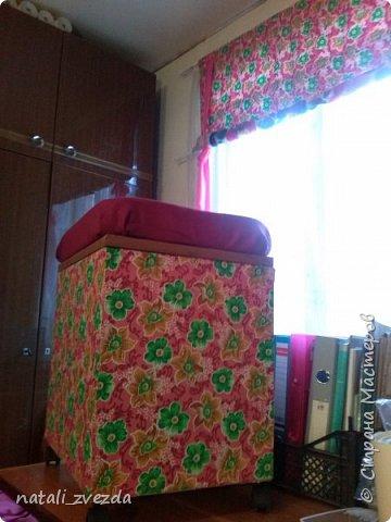 Сегодня завершила тумбу-пуфик в ситцевую спальню на даче.  фото 5