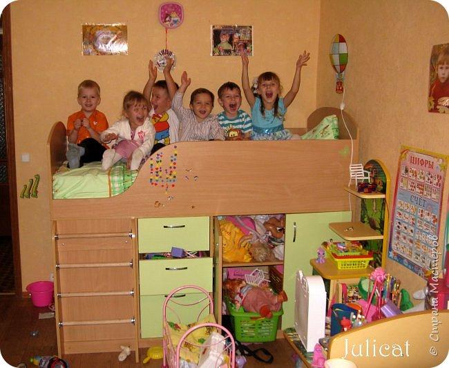 Приветствую, Вас, уважаемые гости моего блога!!! Сегодня познакомлю Вас моим проектом - мебель для младшей доченьки Катюши - кровать-чердак и письменный стол с надстройкой. История начинается еще с 2011 года - наберитесь терпения;)  В нашей квартире мы с мужем и наша младшая 6-летняя доченька размещаемся в одной комнате. Можно сказать, что мы живем в детской, поскольку в комнате, которая еще в моем детстве, всегда называлась детской, живет наша старшая дочь, которой уже 21 год.  Итак, на площади 17 кв.м мы с мужем всегда старались выделить для младшенькой свою зону. фото 13