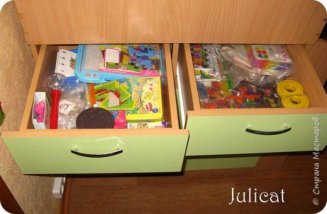 Приветствую, Вас, уважаемые гости моего блога!!! Сегодня познакомлю Вас моим проектом - мебель для младшей доченьки Катюши - кровать-чердак и письменный стол с надстройкой. История начинается еще с 2011 года - наберитесь терпения;)  В нашей квартире мы с мужем и наша младшая 6-летняя доченька размещаемся в одной комнате. Можно сказать, что мы живем в детской, поскольку в комнате, которая еще в моем детстве, всегда называлась детской, живет наша старшая дочь, которой уже 21 год.  Итак, на площади 17 кв.м мы с мужем всегда старались выделить для младшенькой свою зону. фото 16