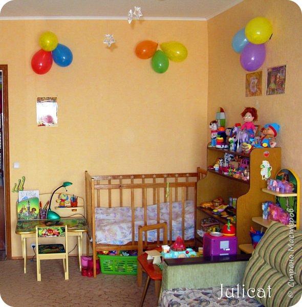 Приветствую, Вас, уважаемые гости моего блога!!! Сегодня познакомлю Вас моим проектом - мебель для младшей доченьки Катюши - кровать-чердак и письменный стол с надстройкой. История начинается еще с 2011 года - наберитесь терпения;)  В нашей квартире мы с мужем и наша младшая 6-летняя доченька размещаемся в одной комнате. Можно сказать, что мы живем в детской, поскольку в комнате, которая еще в моем детстве, всегда называлась детской, живет наша старшая дочь, которой уже 21 год.  Итак, на площади 17 кв.м мы с мужем всегда старались выделить для младшенькой свою зону. фото 2
