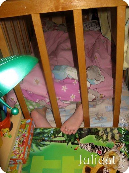 Приветствую, Вас, уважаемые гости моего блога!!! Сегодня познакомлю Вас моим проектом - мебель для младшей доченьки Катюши - кровать-чердак и письменный стол с надстройкой. История начинается еще с 2011 года - наберитесь терпения;)  В нашей квартире мы с мужем и наша младшая 6-летняя доченька размещаемся в одной комнате. Можно сказать, что мы живем в детской, поскольку в комнате, которая еще в моем детстве, всегда называлась детской, живет наша старшая дочь, которой уже 21 год.  Итак, на площади 17 кв.м мы с мужем всегда старались выделить для младшенькой свою зону. фото 3
