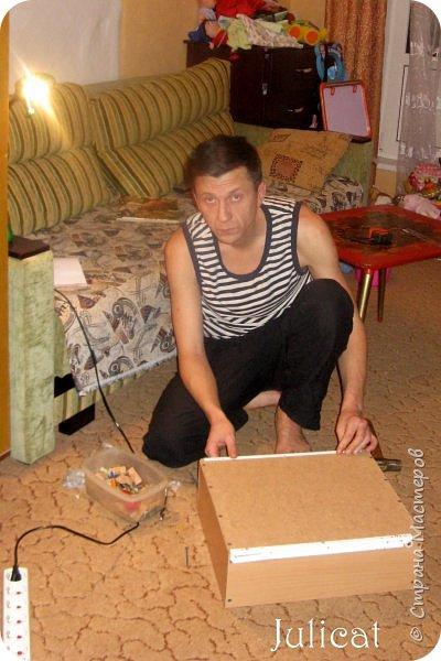 Приветствую, Вас, уважаемые гости моего блога!!! Сегодня познакомлю Вас моим проектом - мебель для младшей доченьки Катюши - кровать-чердак и письменный стол с надстройкой. История начинается еще с 2011 года - наберитесь терпения;)  В нашей квартире мы с мужем и наша младшая 6-летняя доченька размещаемся в одной комнате. Можно сказать, что мы живем в детской, поскольку в комнате, которая еще в моем детстве, всегда называлась детской, живет наша старшая дочь, которой уже 21 год.  Итак, на площади 17 кв.м мы с мужем всегда старались выделить для младшенькой свою зону. фото 7