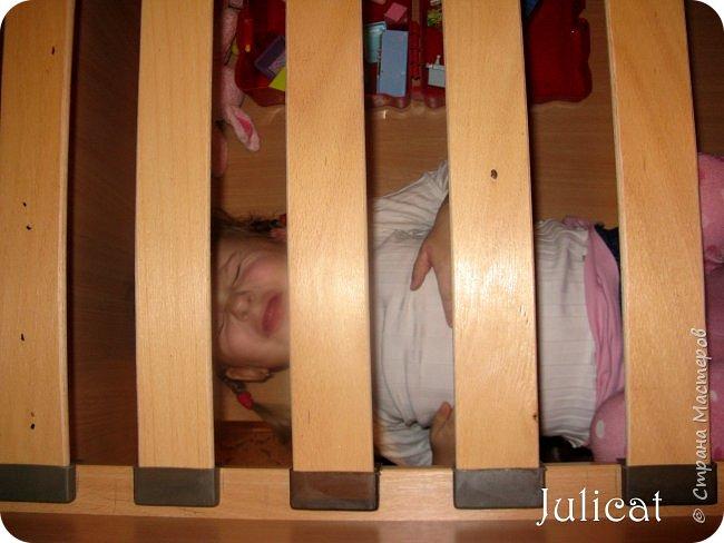 Приветствую, Вас, уважаемые гости моего блога!!! Сегодня познакомлю Вас моим проектом - мебель для младшей доченьки Катюши - кровать-чердак и письменный стол с надстройкой. История начинается еще с 2011 года - наберитесь терпения;)  В нашей квартире мы с мужем и наша младшая 6-летняя доченька размещаемся в одной комнате. Можно сказать, что мы живем в детской, поскольку в комнате, которая еще в моем детстве, всегда называлась детской, живет наша старшая дочь, которой уже 21 год.  Итак, на площади 17 кв.м мы с мужем всегда старались выделить для младшенькой свою зону. фото 8