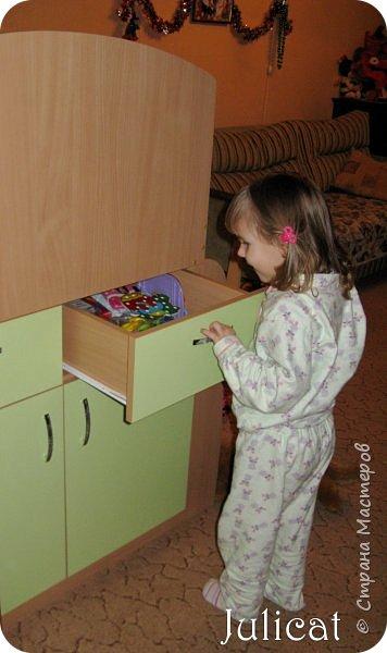 Приветствую, Вас, уважаемые гости моего блога!!! Сегодня познакомлю Вас моим проектом - мебель для младшей доченьки Катюши - кровать-чердак и письменный стол с надстройкой. История начинается еще с 2011 года - наберитесь терпения;)  В нашей квартире мы с мужем и наша младшая 6-летняя доченька размещаемся в одной комнате. Можно сказать, что мы живем в детской, поскольку в комнате, которая еще в моем детстве, всегда называлась детской, живет наша старшая дочь, которой уже 21 год.  Итак, на площади 17 кв.м мы с мужем всегда старались выделить для младшенькой свою зону. фото 11