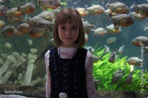 Вязала племяннице платье ко дню рождения, нитки купила АЛИЗЕ шекерим чёрные с синим люрексом и синими пайетками, так как девочка у нас уже взрослая, платье решено   было сделать ажурным и без рукавов.  фото 3
