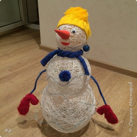 Снеговик из ниток фото 1