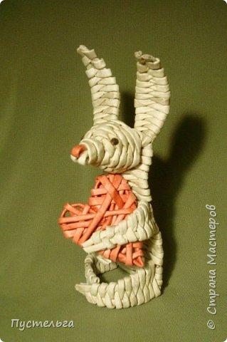 Мастер-класс Поделка изделие Валентинов день Плетение Влюблённый заяц Бумага Трубочки бумажные фото 16