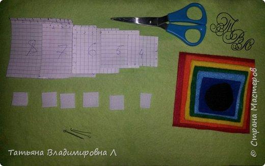 Добрый день! Сегодня мы будем делать пирамидку из фетра.  Вам понадобится фетр тех цветов, из которых вы хотите сделать пирамидку. Количество цветов может быть любым. фото 2