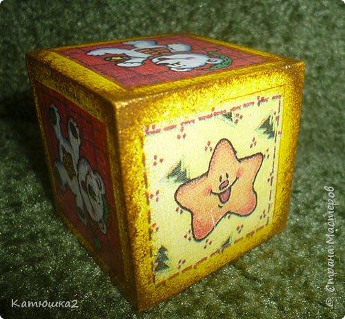 Ну вот как и обещала, новые кубики. На этом фото два кубика вам уже знакомы, а два других -новые. Итак... фото 10