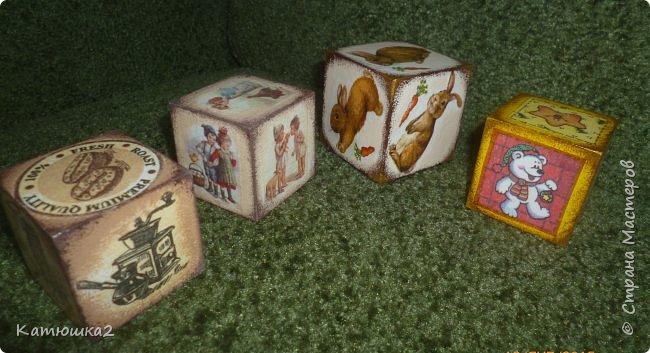Ну вот как и обещала, новые кубики. На этом фото два кубика вам уже знакомы, а два других -новые. Итак... фото 1