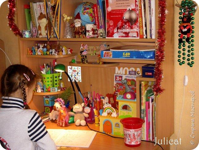 Приветствую, Вас, уважаемые гости моего блога!!! Сегодня познакомлю Вас моим проектом - мебель для младшей доченьки Катюши - кровать-чердак и письменный стол с надстройкой. История начинается еще с 2011 года - наберитесь терпения;)  В нашей квартире мы с мужем и наша младшая 6-летняя доченька размещаемся в одной комнате. Можно сказать, что мы живем в детской, поскольку в комнате, которая еще в моем детстве, всегда называлась детской, живет наша старшая дочь, которой уже 21 год.  Итак, на площади 17 кв.м мы с мужем всегда старались выделить для младшенькой свою зону. фото 41