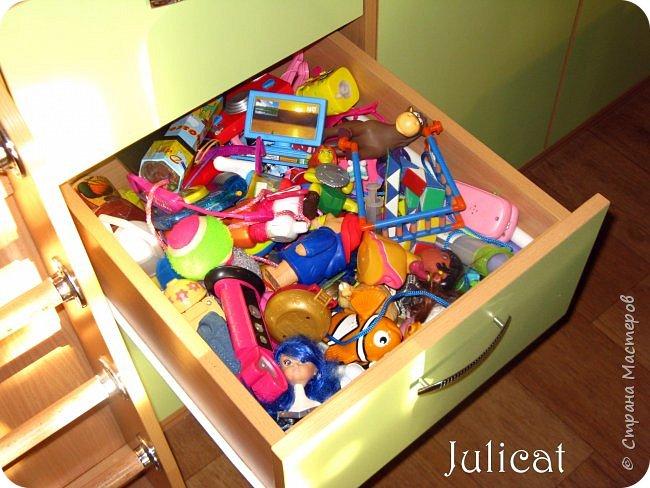 Приветствую, Вас, уважаемые гости моего блога!!! Сегодня познакомлю Вас моим проектом - мебель для младшей доченьки Катюши - кровать-чердак и письменный стол с надстройкой. История начинается еще с 2011 года - наберитесь терпения;)  В нашей квартире мы с мужем и наша младшая 6-летняя доченька размещаемся в одной комнате. Можно сказать, что мы живем в детской, поскольку в комнате, которая еще в моем детстве, всегда называлась детской, живет наша старшая дочь, которой уже 21 год.  Итак, на площади 17 кв.м мы с мужем всегда старались выделить для младшенькой свою зону. фото 20