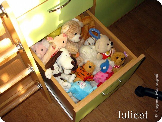 Приветствую, Вас, уважаемые гости моего блога!!! Сегодня познакомлю Вас моим проектом - мебель для младшей доченьки Катюши - кровать-чердак и письменный стол с надстройкой. История начинается еще с 2011 года - наберитесь терпения;)  В нашей квартире мы с мужем и наша младшая 6-летняя доченька размещаемся в одной комнате. Можно сказать, что мы живем в детской, поскольку в комнате, которая еще в моем детстве, всегда называлась детской, живет наша старшая дочь, которой уже 21 год.  Итак, на площади 17 кв.м мы с мужем всегда старались выделить для младшенькой свою зону. фото 21