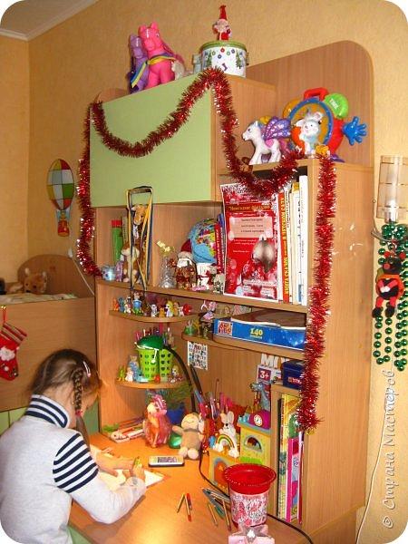 Приветствую, Вас, уважаемые гости моего блога!!! Сегодня познакомлю Вас моим проектом - мебель для младшей доченьки Катюши - кровать-чердак и письменный стол с надстройкой. История начинается еще с 2011 года - наберитесь терпения;)  В нашей квартире мы с мужем и наша младшая 6-летняя доченька размещаемся в одной комнате. Можно сказать, что мы живем в детской, поскольку в комнате, которая еще в моем детстве, всегда называлась детской, живет наша старшая дочь, которой уже 21 год.  Итак, на площади 17 кв.м мы с мужем всегда старались выделить для младшенькой свою зону. фото 40