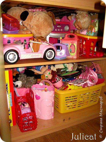 Приветствую, Вас, уважаемые гости моего блога!!! Сегодня познакомлю Вас моим проектом - мебель для младшей доченьки Катюши - кровать-чердак и письменный стол с надстройкой. История начинается еще с 2011 года - наберитесь терпения;)  В нашей квартире мы с мужем и наша младшая 6-летняя доченька размещаемся в одной комнате. Можно сказать, что мы живем в детской, поскольку в комнате, которая еще в моем детстве, всегда называлась детской, живет наша старшая дочь, которой уже 21 год.  Итак, на площади 17 кв.м мы с мужем всегда старались выделить для младшенькой свою зону. фото 22