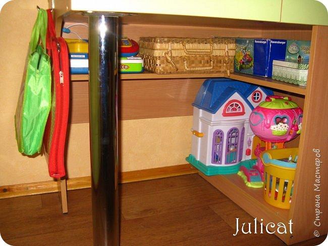 Приветствую, Вас, уважаемые гости моего блога!!! Сегодня познакомлю Вас моим проектом - мебель для младшей доченьки Катюши - кровать-чердак и письменный стол с надстройкой. История начинается еще с 2011 года - наберитесь терпения;)  В нашей квартире мы с мужем и наша младшая 6-летняя доченька размещаемся в одной комнате. Можно сказать, что мы живем в детской, поскольку в комнате, которая еще в моем детстве, всегда называлась детской, живет наша старшая дочь, которой уже 21 год.  Итак, на площади 17 кв.м мы с мужем всегда старались выделить для младшенькой свою зону. фото 37