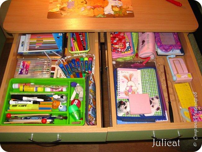Приветствую, Вас, уважаемые гости моего блога!!! Сегодня познакомлю Вас моим проектом - мебель для младшей доченьки Катюши - кровать-чердак и письменный стол с надстройкой. История начинается еще с 2011 года - наберитесь терпения;)  В нашей квартире мы с мужем и наша младшая 6-летняя доченька размещаемся в одной комнате. Можно сказать, что мы живем в детской, поскольку в комнате, которая еще в моем детстве, всегда называлась детской, живет наша старшая дочь, которой уже 21 год.  Итак, на площади 17 кв.м мы с мужем всегда старались выделить для младшенькой свою зону. фото 35