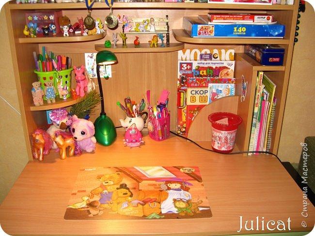 Приветствую, Вас, уважаемые гости моего блога!!! Сегодня познакомлю Вас моим проектом - мебель для младшей доченьки Катюши - кровать-чердак и письменный стол с надстройкой. История начинается еще с 2011 года - наберитесь терпения;)  В нашей квартире мы с мужем и наша младшая 6-летняя доченька размещаемся в одной комнате. Можно сказать, что мы живем в детской, поскольку в комнате, которая еще в моем детстве, всегда называлась детской, живет наша старшая дочь, которой уже 21 год.  Итак, на площади 17 кв.м мы с мужем всегда старались выделить для младшенькой свою зону. фото 29