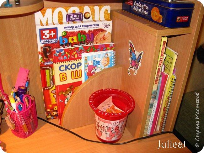 Приветствую, Вас, уважаемые гости моего блога!!! Сегодня познакомлю Вас моим проектом - мебель для младшей доченьки Катюши - кровать-чердак и письменный стол с надстройкой. История начинается еще с 2011 года - наберитесь терпения;)  В нашей квартире мы с мужем и наша младшая 6-летняя доченька размещаемся в одной комнате. Можно сказать, что мы живем в детской, поскольку в комнате, которая еще в моем детстве, всегда называлась детской, живет наша старшая дочь, которой уже 21 год.  Итак, на площади 17 кв.м мы с мужем всегда старались выделить для младшенькой свою зону. фото 30