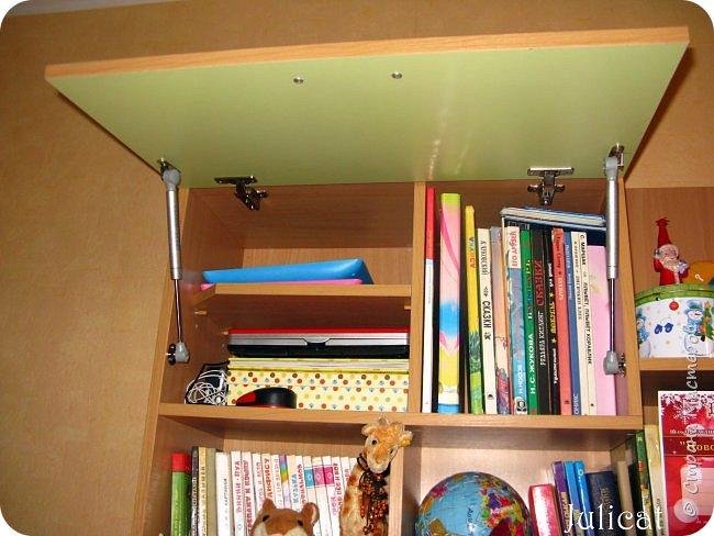 Приветствую, Вас, уважаемые гости моего блога!!! Сегодня познакомлю Вас моим проектом - мебель для младшей доченьки Катюши - кровать-чердак и письменный стол с надстройкой. История начинается еще с 2011 года - наберитесь терпения;)  В нашей квартире мы с мужем и наша младшая 6-летняя доченька размещаемся в одной комнате. Можно сказать, что мы живем в детской, поскольку в комнате, которая еще в моем детстве, всегда называлась детской, живет наша старшая дочь, которой уже 21 год.  Итак, на площади 17 кв.м мы с мужем всегда старались выделить для младшенькой свою зону. фото 33