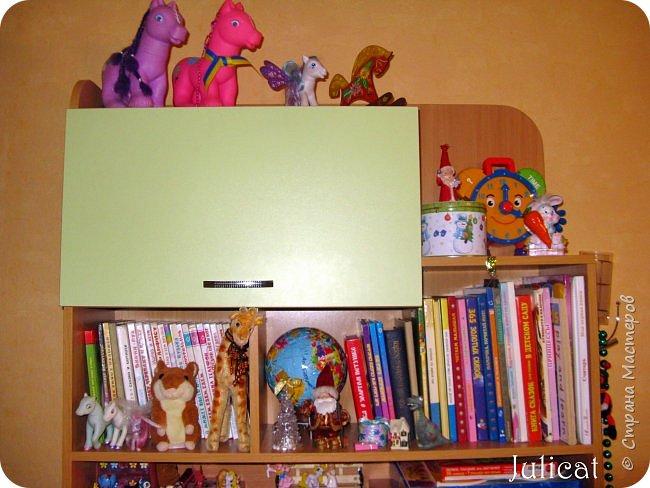 Приветствую, Вас, уважаемые гости моего блога!!! Сегодня познакомлю Вас моим проектом - мебель для младшей доченьки Катюши - кровать-чердак и письменный стол с надстройкой. История начинается еще с 2011 года - наберитесь терпения;)  В нашей квартире мы с мужем и наша младшая 6-летняя доченька размещаемся в одной комнате. Можно сказать, что мы живем в детской, поскольку в комнате, которая еще в моем детстве, всегда называлась детской, живет наша старшая дочь, которой уже 21 год.  Итак, на площади 17 кв.м мы с мужем всегда старались выделить для младшенькой свою зону. фото 32