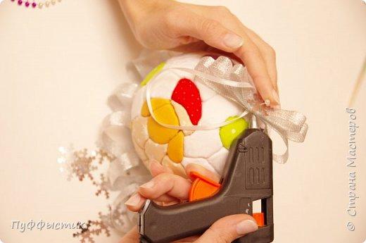 Всех, всех, всех С НОВЫМ 2015 ГОДОМ! Мы попробуем с Вами сделать новогодний шар на елку, используя технику «кинусайга». фото 10