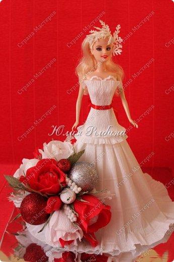 """Продолжение моих сладких творений и покажу немного новогодних не сладких работ. 3. Королевна! Куколка с конфетками. Куколкой можно играть, когда конфеты слопаны! Конфеты """"фундук в шоколадной глазури"""" и """"Raffaello"""".  фото 1"""
