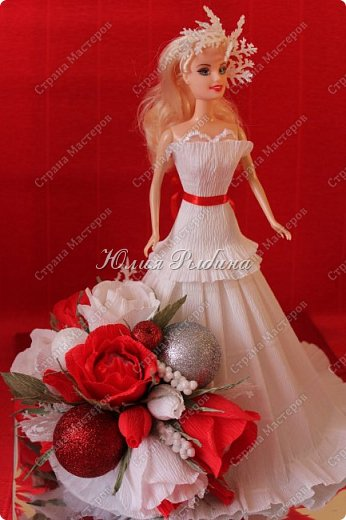"""Продолжение моих сладких творений и покажу немного новогодних не сладких работ. 3. Королевна! Куколка с конфетками. Куколкой можно играть, когда конфеты слопаны! Конфеты """"фундук в шоколадной глазури"""" и """"Raffaello"""".  фото 2"""