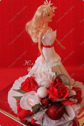 """Продолжение моих сладких творений и покажу немного новогодних не сладких работ. 3. Королевна! Куколка с конфетками. Куколкой можно играть, когда конфеты слопаны! Конфеты """"фундук в шоколадной глазури"""" и """"Raffaello"""".  фото 4"""