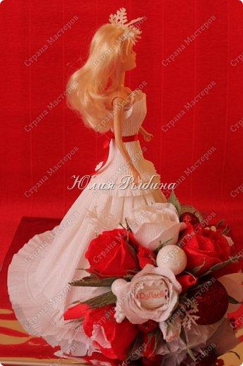 """Продолжение моих сладких творений и покажу немного новогодних не сладких работ. 3. Королевна! Куколка с конфетками. Куколкой можно играть, когда конфеты слопаны! Конфеты """"фундук в шоколадной глазури"""" и """"Raffaello"""".  фото 5"""