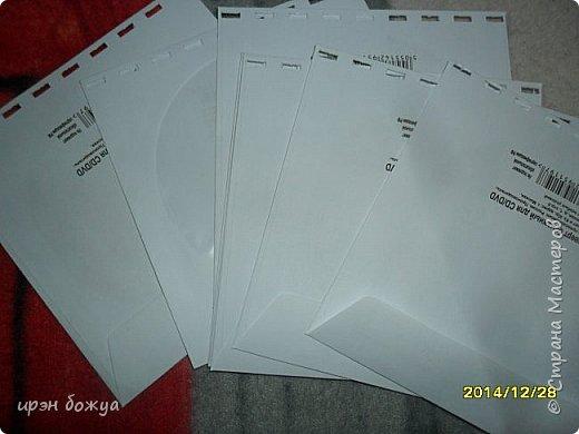 Сегодня я покажу свои маленькие заготовки фотоальбомов,которые я готовлю уже к 8 марта. В отделе только девушки- 20 человек. Поэтому альбомчиков будет столько же но разных форматов и по декору. Показываю сначала два,которые сделаны из конвертов для CD дисков. В АШАНЕ купила их по 1 р. фото 2