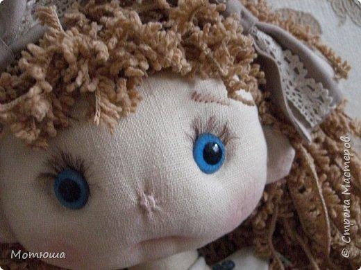"""Первый раз шила на заказ куколку. Женщина заказала на Новый год в подарок для четырёхлетней внучки. С заказчиком не было обговорено как должна  выглядеть кукла, единственное, что было сказано: """"на ваш вкус"""". До этого я шила в основном только интерьерные куклы Тильды и игрушки. ПОдумала, что такой куколкой играть маленькая девочка не будет. """"Перелопатив"""" интернет на тему выкроек, я бросила это дело, и сама нарисовала выкройку к такой кукле, какой я её вижу. Шить решила параллельно сразу две, на выбор заказчице. у, и в любом случае, одна останется у меня))) (в конце скажу какую, пусть будет небольшой интригой)))  фото 19"""