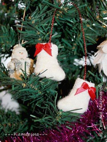 Увидев мини-валеночки Нины https://stranamasterov.ru/node/255116, я решила, что это будет милым сувениром, сделаным своими руками, тем более в год Козы и Овечки) И правда всем было приятно получить маленькие валеночки. фото 3