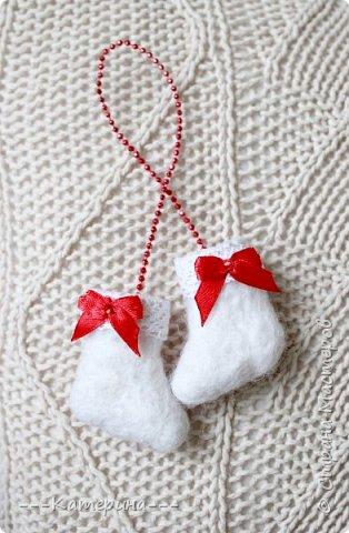 Увидев мини-валеночки Нины https://stranamasterov.ru/node/255116, я решила, что это будет милым сувениром, сделаным своими руками, тем более в год Козы и Овечки) И правда всем было приятно получить маленькие валеночки. фото 9