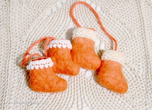 Увидев мини-валеночки Нины https://stranamasterov.ru/node/255116, я решила, что это будет милым сувениром, сделаным своими руками, тем более в год Козы и Овечки) И правда всем было приятно получить маленькие валеночки. фото 7