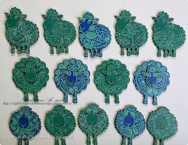 Привет всем!! Я сегодня пришла показать своих расписных овечек и лошадок. Ещё покажу елки, наряженные ими. Фотографий будет много))) Вот моё небольшое стадо)) точнее то, что от него осталось, т.к. часть уже раздарена)) фото 2