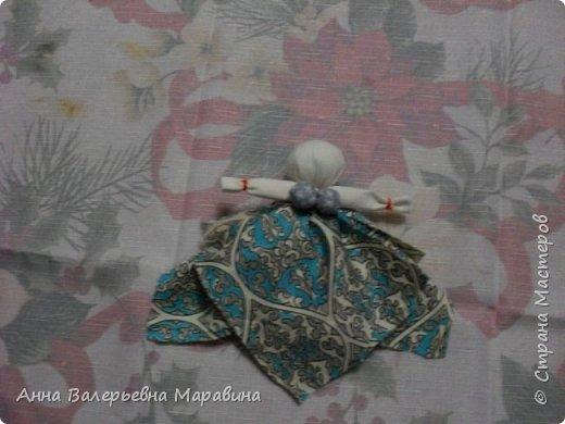 """Кукла-мотанка """"Исполнительница желаний"""". Принято верить,если сделать такую куклу,то она будет помогать исполнять желания.Для этого желание шепчется на пуговицу и носится при себе до его исполнения.После чего эту пуговицу пришивают на фартук кукле,как подарок и благодарность. фото 16"""