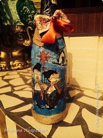 Здравствуй дорогие Жители СМ!!! Хочу выставить на Ваш суд мои первые декупажные работы, а именно декупаж на бутылках шампанского. Простите за опоздание, Новый год ведь уже давно прошел...  Моя новогодняя бутылочка в украинском стиле))) фото 1