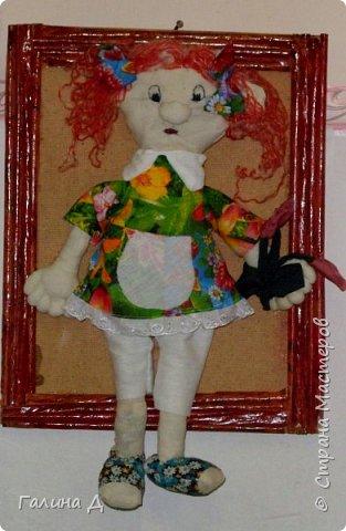 Здравствуйте Все! Из старой льняной ткани получились вот такие настенные куклы в рамках. Даже жалко было их приклеивать на основу. Такими куклами можно украсить , например, рабочий кабинет. Может быть ещё потом сошью. Только образы какие не знаю. Ничего на ум не приходит, кроме клоунов. Может подскажет кто? Пожалуйста! Это строгая учительница. фото 5