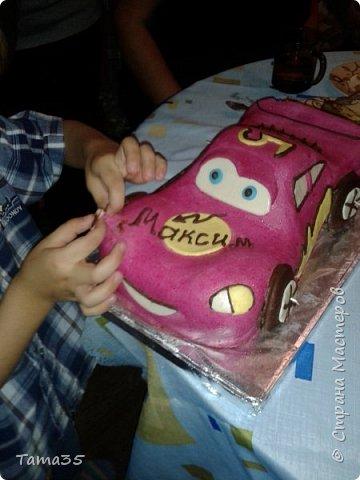 """Спасибо большое  Галине Шмаковой за такой МК. Я вообще печь не умею, но такой подарок на """"Пятилетие"""" сынуле захотелось сделать. Торт делала до допоздна (подарок держали в секрете), перед самым днем рождения и сфотографировать получилась только на столе во время празднования. фото 3"""