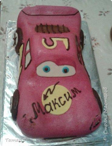 """Спасибо большое  Галине Шмаковой за такой МК. Я вообще печь не умею, но такой подарок на """"Пятилетие"""" сынуле захотелось сделать. Торт делала до допоздна (подарок держали в секрете), перед самым днем рождения и сфотографировать получилась только на столе во время празднования. фото 4"""