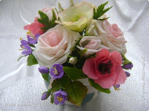 Вот такой букетик получился .Роза из глинки Fleur ,а все остальные цветочки и зелень из самоварного фарфора.Горшочек временный ,так как еще не приобрела что-то подходящее. фото 3