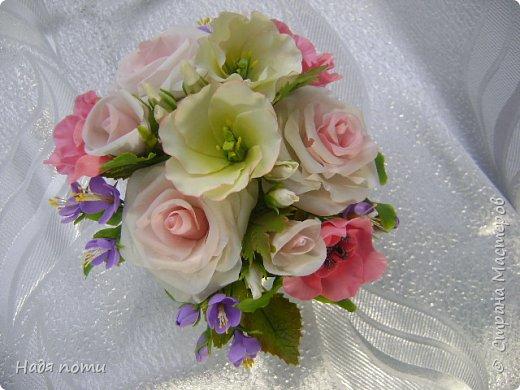 Вот такой букетик получился .Роза из глинки Fleur ,а все остальные цветочки и зелень из самоварного фарфора.Горшочек временный ,так как еще не приобрела что-то подходящее. фото 4